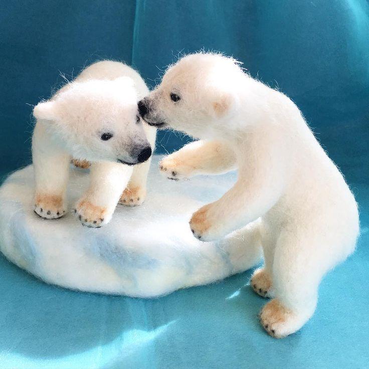 Полярные медвежата близнецы, завершено.  Что-то секрет, история ... подарок ☺️. Полярные медвежата к племяннице сегодня ваш день рождения. #handmade #needlefelting #polarbears #polarbear # БелыйМедведь #animals # Белый медведь # белый медведь # # шерсть чувствовал иглопробивной # ручной работы #Zoo