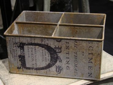 Metallkiste Vintage Box / 4 Fächer