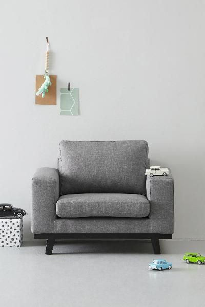 Een leuke eigen fauteuil voor de kleine die ook nog eens in je interieur past: dat is de grijze kinderfauteuil Torino van whkmp's OWN. Deze stoel voor kinderen uit de Torino serie is een kleine weergave van één van onze bestsellers.