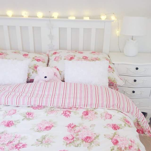 Floral bedding and fairy lights, I love the double sided duvet✨