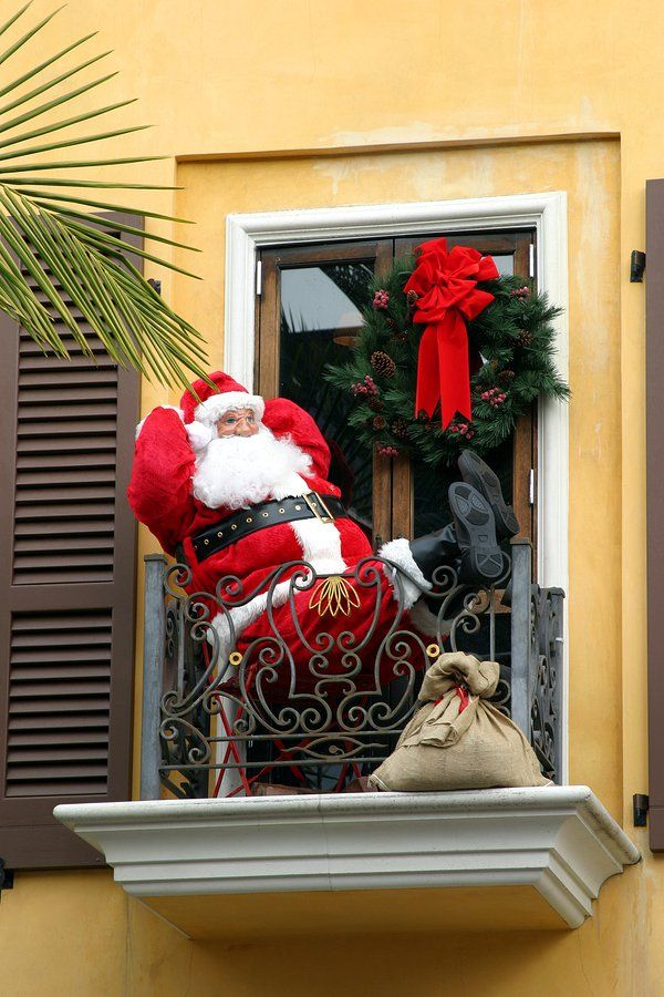 Decorating Your Apartment Townhome Or Condo Balcony For Christmas Chris Christmas Decorations Apartment Outdoor Christmas Decorations Christmas Decorations
