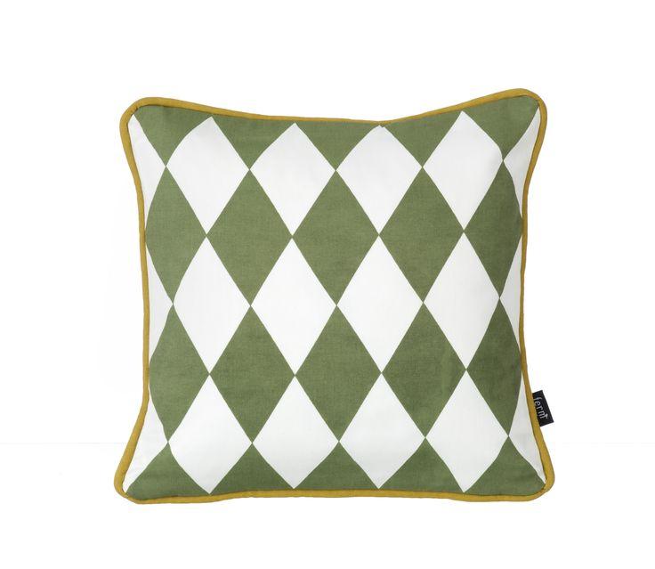 Coussin Géométrique Olive Small - Ferm Living - Coussin élégant pour un intérieur sophistiqué ! A utiliser aussi bien sur votre chaise, canapé ou sur le lit, et à mélanger avec d'autres coussins ! Fait avec du coton 100% bio.
