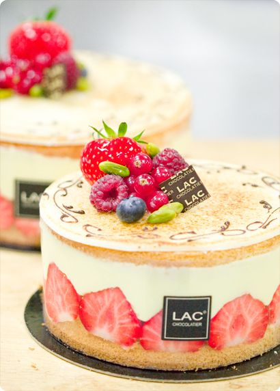 foodbeam : Pâtisserie Lac, part one – She who called herself 'le maître des fraisiers'