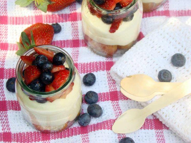 Un postre en capas delicioso para el verano, con mousse de limón, frutos rojos y almibar de té Earl Grey. Ideal para un picnic o comer después de un almuerzo