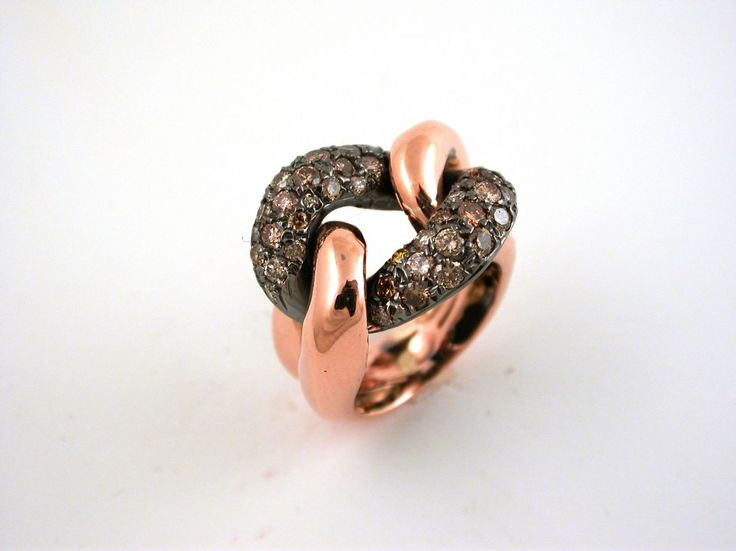 Ring - Pink and black. 18 carat gold (kt) pink gold: 17.70 grams (gr).Diamonds brawn: 1.43 carat (ct).Size: 7 inches (Usa) |14 mm(Italy).Codex: Elos.