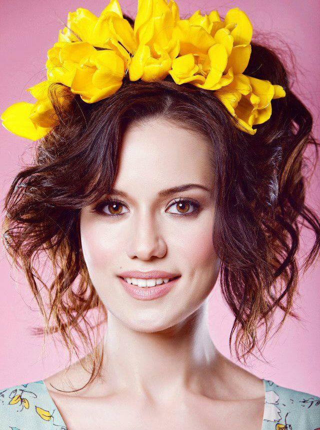 Turkish Actress: Fahriye Evcen