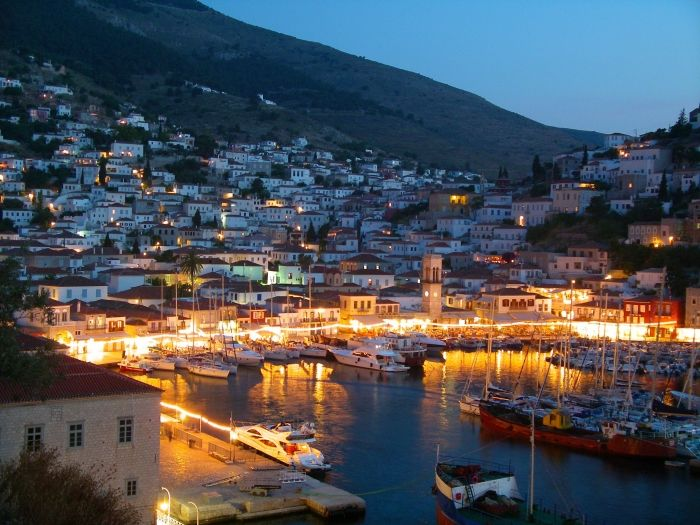 Hydra by night