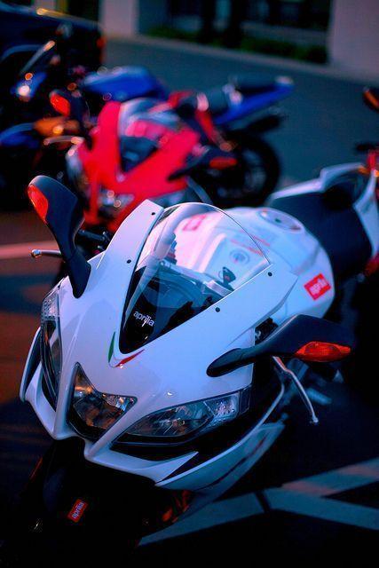 Aprilia RSV4 Wenn Sie ein Motorradliebhaber sind, werfen Sie einen Blick auf die…