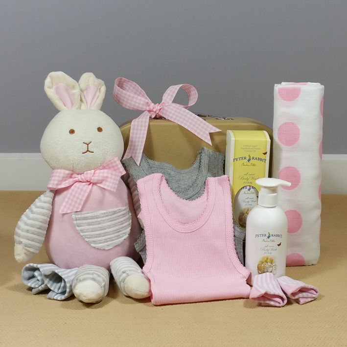 How cute is this Bunny Hugs baby girl hamper! This beautiful baby gift will make the perfect corporate baby hamper. #babygirlgift #babyhamper