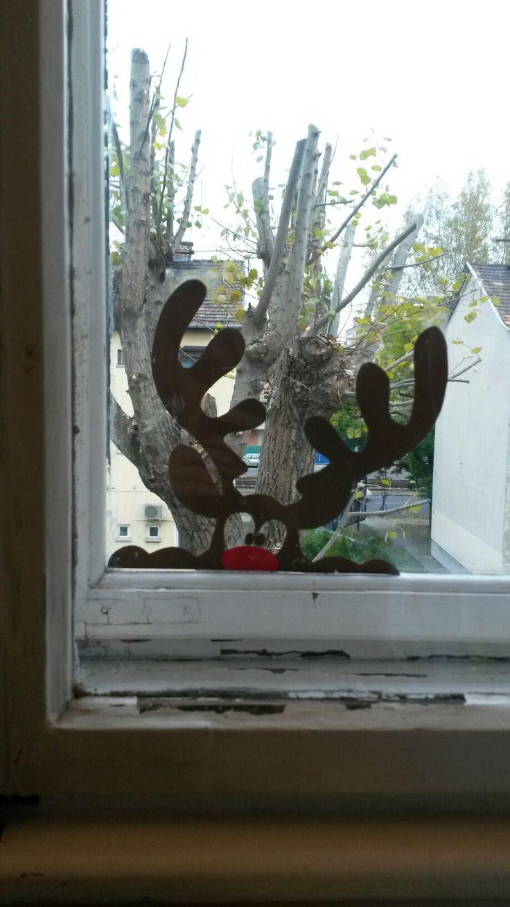Peeping reindeer window decoration