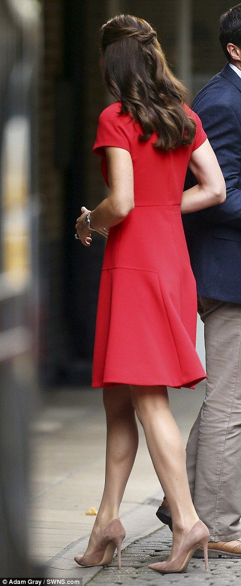 Catherine, Duchess of Cambridge visits YoungMinds Mental Health Charity Helpline on August 25, 2016 in London, England.