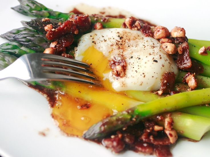 The Food Lab's Micro-Steamed Asparagus With Poached Egg and Walnut Vinaigrette