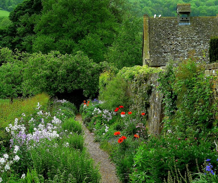 wanderthewood:  Path at Snowshill gardens, Gloucestershire, England by Jayembee69