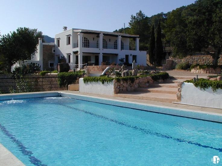 Casa de campo con 8 dormitorios construida hace 400 años con piscina en una parcela de 28.000m2 en medio del campo| Excelente inversión para alquilar