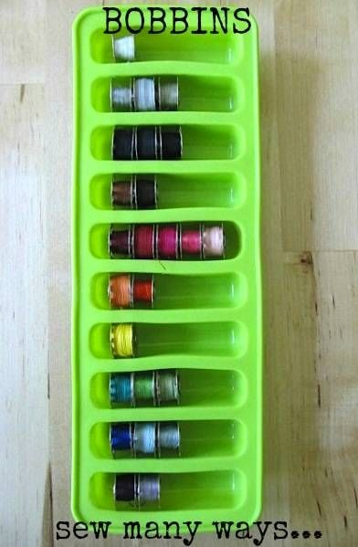 English :) You thought that ice tray only serves to make ice? Think again! Karen from Sew Many Ways blog has more of an idea to make effective use of these trays and store all kinds of things in it, starting with cans. She also slips pins, sewing machine feet