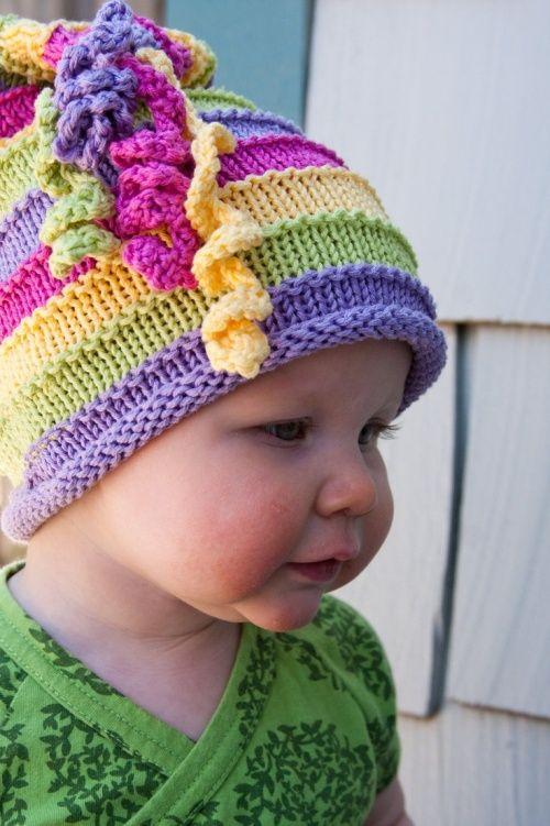 rengarenk örülmüş çok sevimli örgü bebek şapka örnekleri