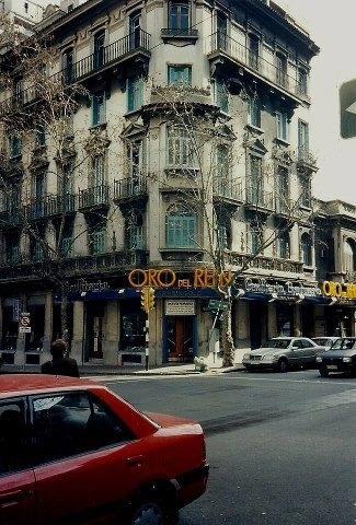 Confitería Oro Del Rhin ubicada en la esquina de las calles Colonia y Convención, en el Barrio del Centro