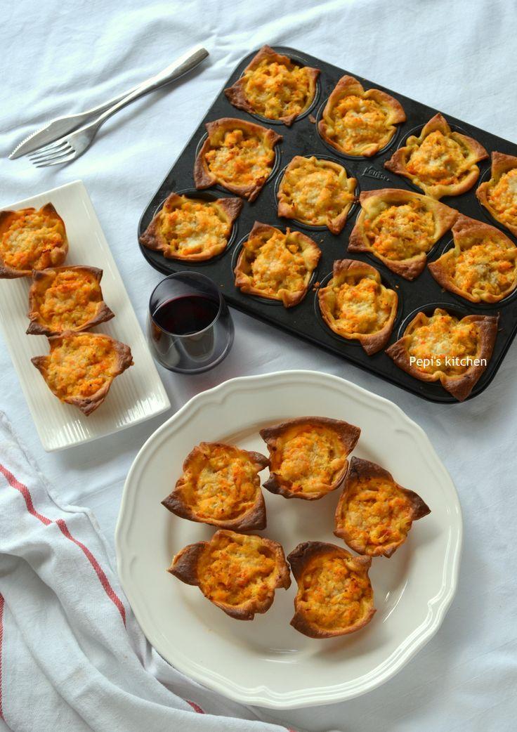 Ταρτάκια με κοτόπουλο και μετσοβόνε http://pepiskitchen.blogspot.gr/2013/01/blog-post_18.html