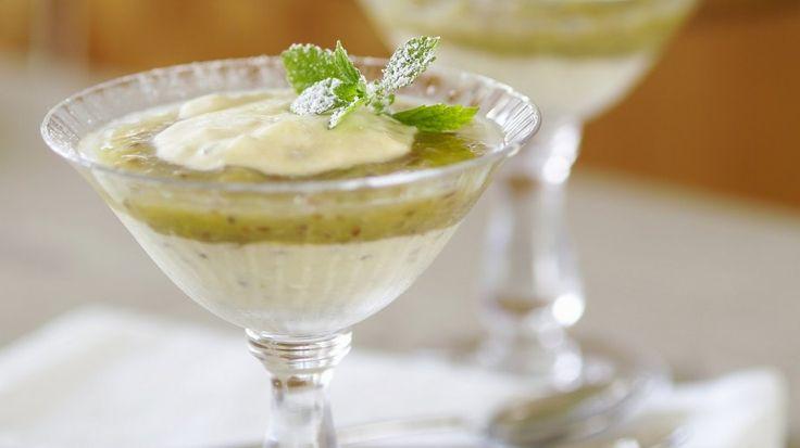 Das säuerliche Kompott und die süße Creme passen perfekt zusammen: Stachelbeercreme | http://eatsmarter.de/rezepte/stachelbeercreme-0