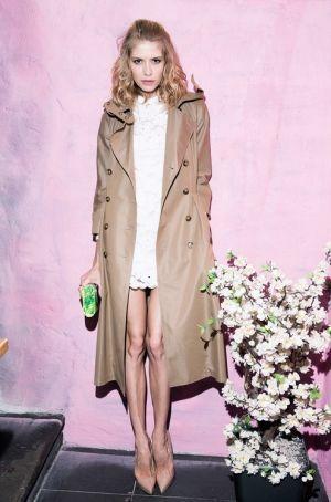 大人かわいいロングトレンチコート☆ガウントレンチコートのコーデ、スタイル・ファッションの着こなし♪