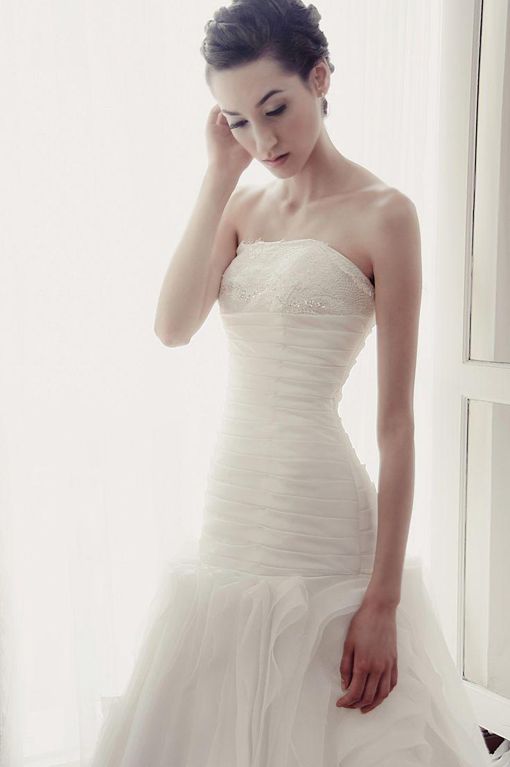 White strapless ballgown | Yvonne Creative