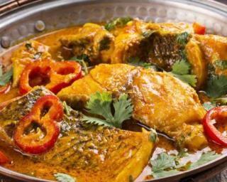 Bouillabaisse légère au cabillaud et au safran : http://www.fourchette-et-bikini.fr/recettes/recettes-minceur/bouillabaisse-legere-au-cabillaud-et-au-safran.html