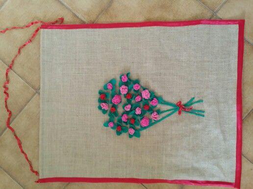 Pannello murale iuta con rose uncinetto