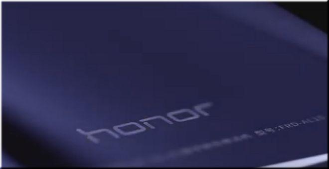 Huawei одна из тех фирм, которые остаются в тени таких китайских гигантов как Xiaomi и Meizu. Но это не значит, что они выпускают плохие смартфоны. Компания в 2016 году представила свой новый смартфон линейки Honor. Давайте взглянем на пациента более подробно.  При первом взгляде сразу становится понятно, на что Huawei делали ставку – это внешний вид. Honor 8 выполнен из благородного металла и полностью покрыт стеклом. Да, стекло пачкается и оставляет на себе следы пальцев и рук. Но выглядит…