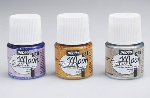 #FANTASY #MOON is a new range of colors that allow textured, hammered, and pearlescent effects that are instantly visible. Can be used on metal, china, terracotta, acetate, ceramic, canvas, mirrors, glass, wood and most surfaces. Can be used in combination with the pébéo vitrail and ceramic ranges for marbled effects and gedeo glazing resin for a rounded effect. Available in 18 different hammered effect colors in 45ml packaging.