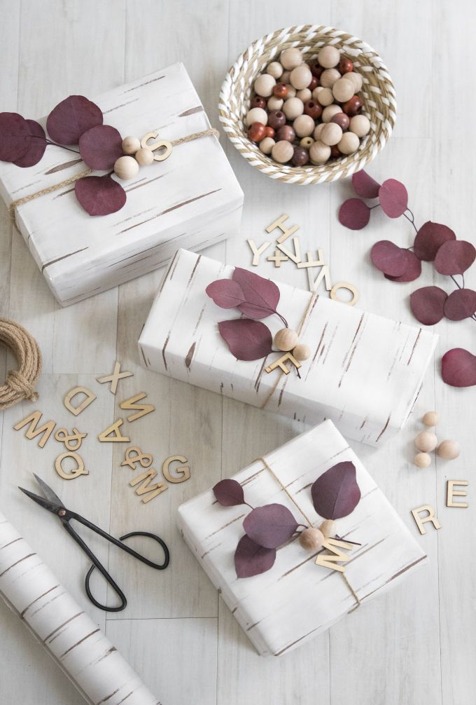 » DIY HOLIDAY   Eucalyptus & Wood Geschenke verpacken mit Holzfurnier und Eukalyptusblättern