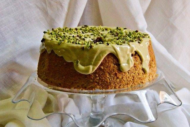 La chiffon cake al pistacchio è un dolce particolare ma soprattutto perfetto per i più golosi. Ecco la ricetta