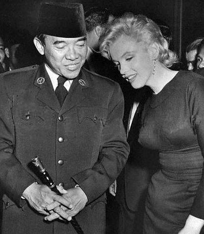 Marilyn Monroe meet Soekarno, Indonesia 1st President - May 1956