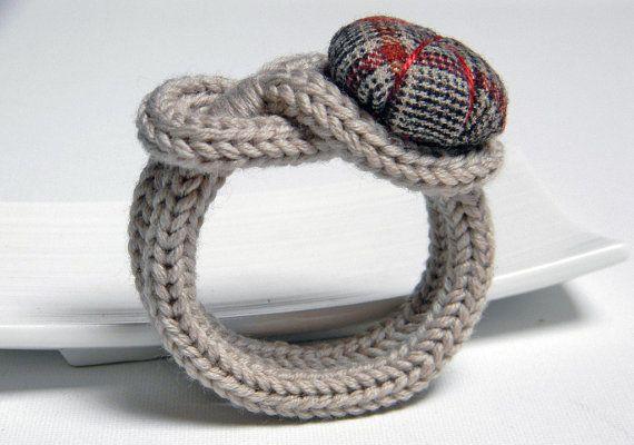 Taupe knitted wool yarn bracelet Noemi, handsewn flower button, tied up, yarn jewelry. Tartan wool fabric