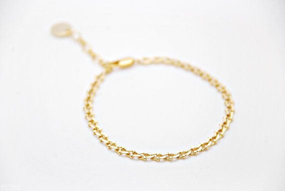 Tiny chain bracelet  detailed by BoutiqueMinimaliste on Etsy
