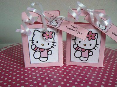 Hello Kitty traktatie tasjes met persoonlijke tekst. www.kindertraktaties.jouwweb.nl