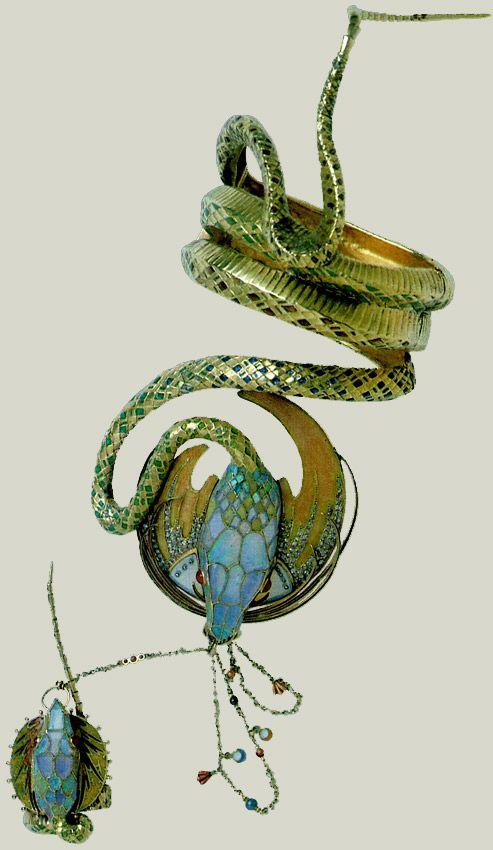 Bracelet déssiné par Alfons Maria Mucha pour Sarah Bernhardt. Or, émail, rubis, opales et diamants. Ces bijous furent exposés pour la première fois sur le stand de Georges Fouquet à l'Exposition Universelle de Paris en 1900. Collection Doi.