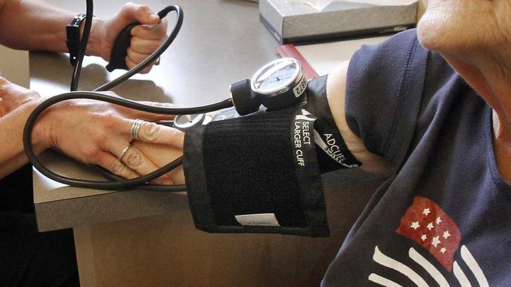 #¿Tu presión arterial es de 130? Ahora en EEUU eres considerado hipertenso - Univision: Univision ¿Tu presión arterial es de 130? Ahora en…