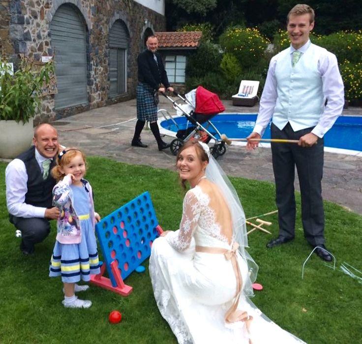 Summertime games #bride #niece #4inarow #weddingfun