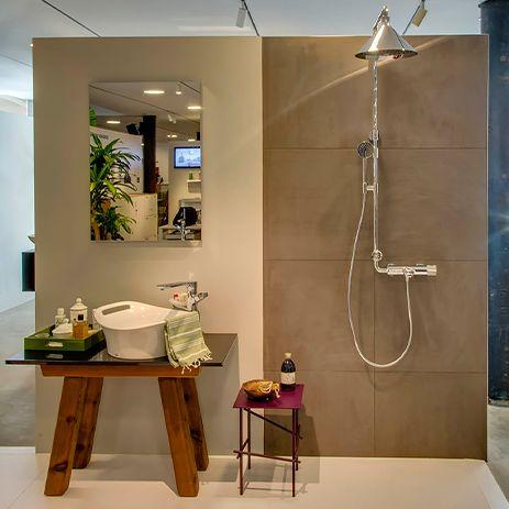 Axor Urquiola (left) combined with the Showerpipe of Axor ShowerProducts designed by Front.