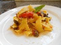 Maltagliati di pasta fresca con coda di bue, peperoni e Grana Padano