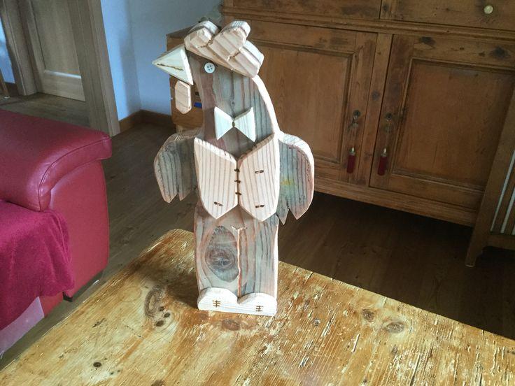Conte Gallo fatto con ritagli di legno