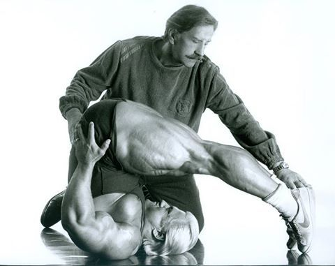 Joe Weider pretending to train Tom Platz.