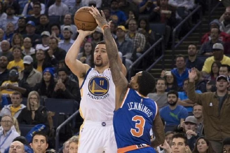 Warriors Defeat Knicks With Teamwork