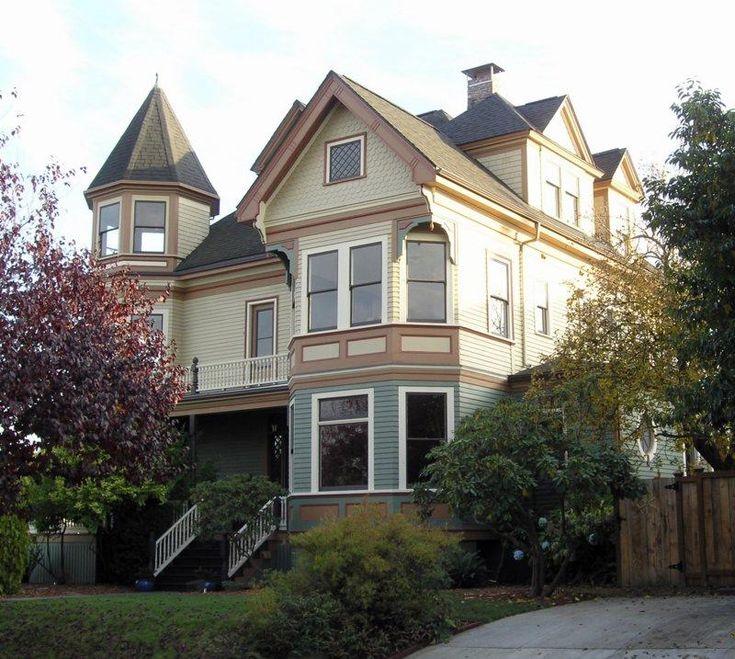Gracious queen anne victorian seattle victorian house for Queen anne victorian homes