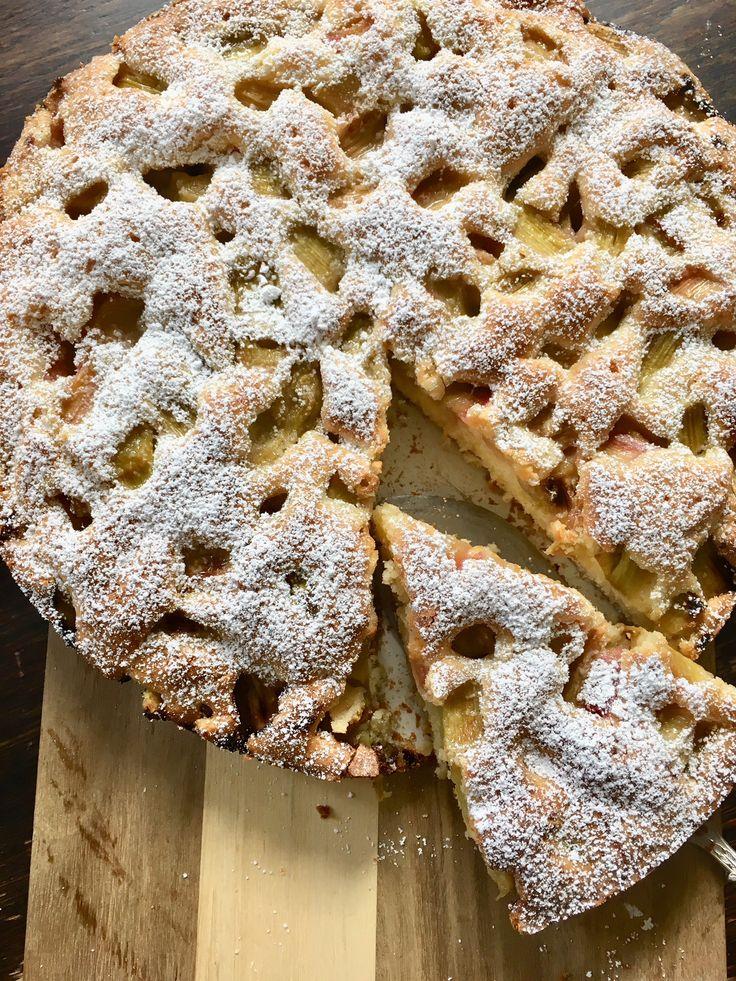 Schwedischer Rhabarberkuchen – ein schnelles Rezept mit Rührteig und Vanille