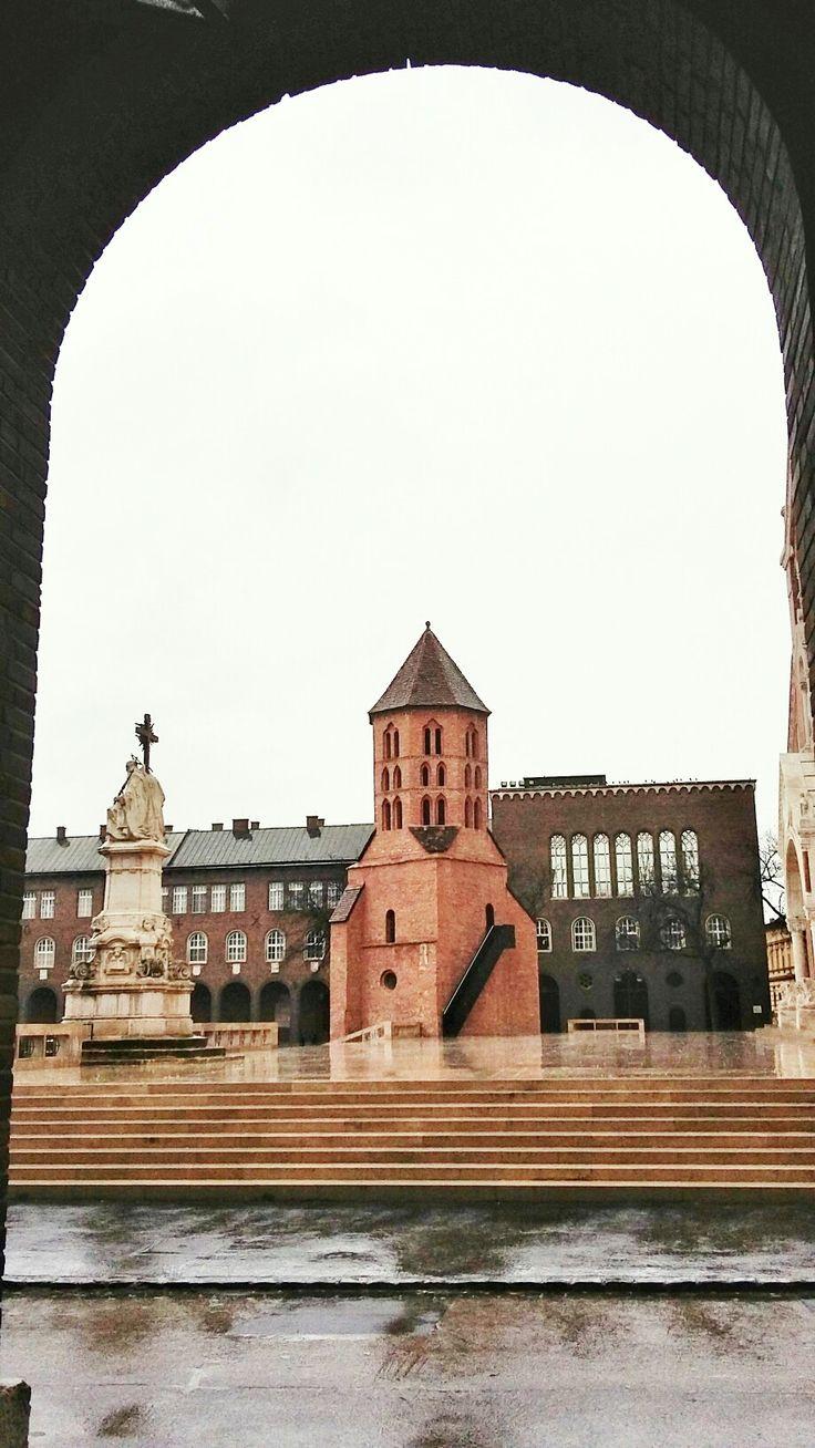 Szeged, Dóm tér, Dömötör-torony. A város legrégebbi megmaradt épített emléke a 13. századból.