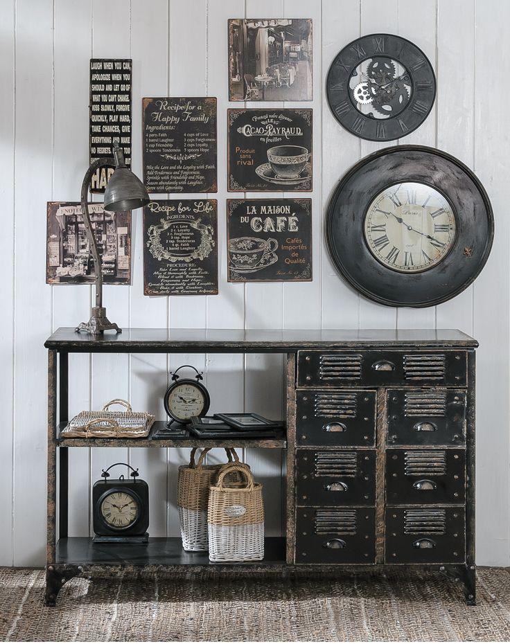 Stylowe zegary, industrialna komoda