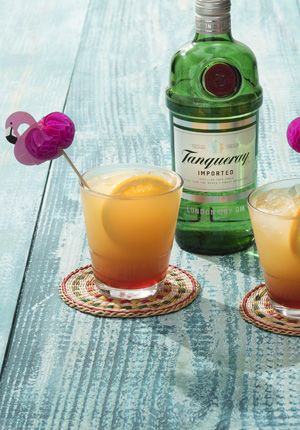 Summer love: 1 part Tanqueray Gin and 3 parts orange-juice. Finish with a drop red syrup. Garnish with a slice of orange