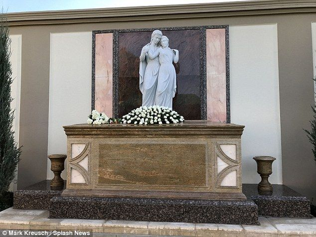 A source said this is the tomb at Hollywood's Forest Lawn Memorial Park where Debbie Reynolds and Carrie Fisher have been laid to rest