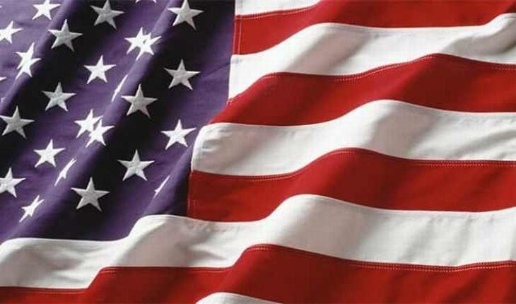 A atual bandeira dos Estados Unidos foi criada por Robert Heft, de 17 anos, como parte de um projeto escolar. Ele recebeu uma nota baixa (B menos), que rapidamente foi convertida para nota A quando o presidente a escolheu.